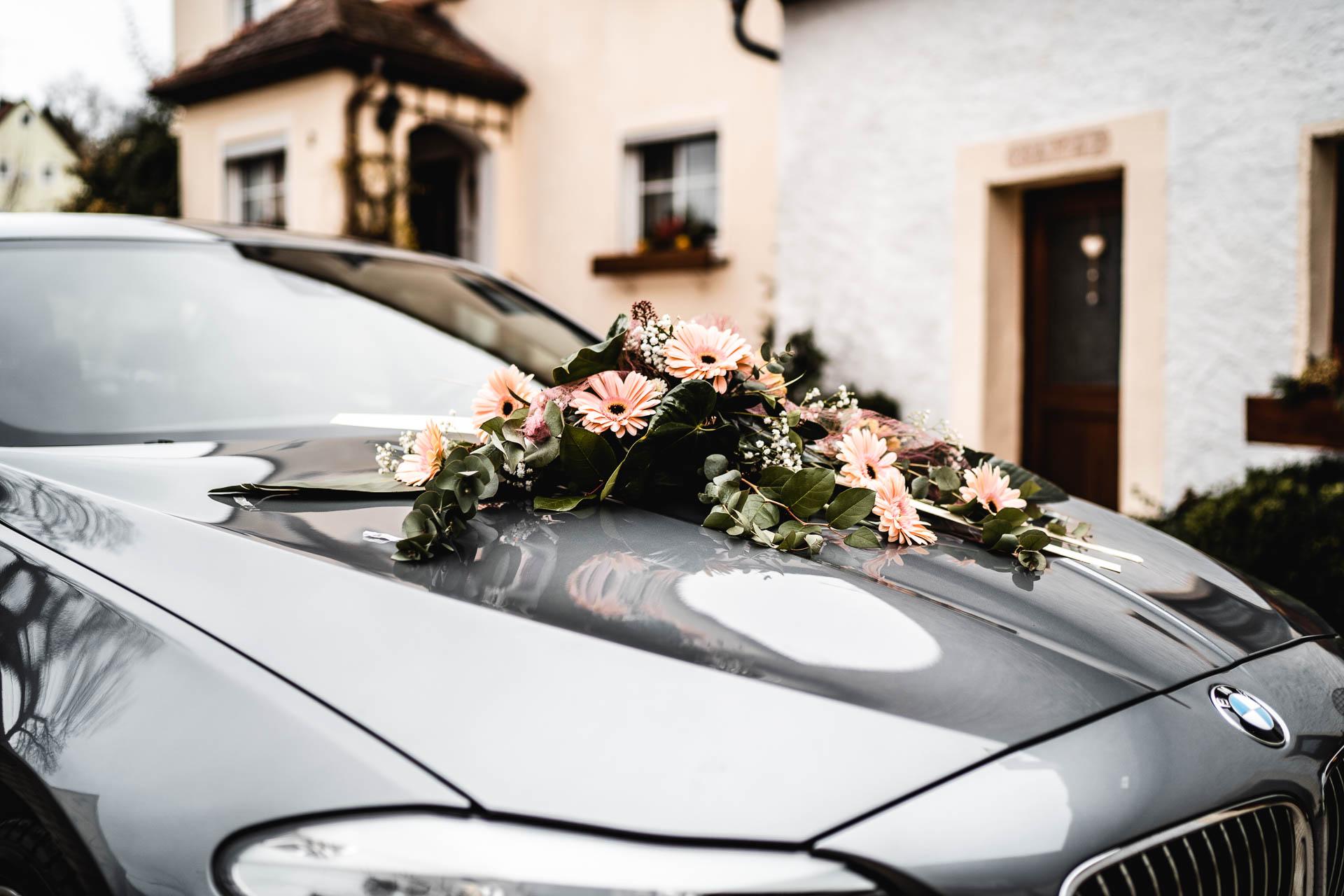 Motorhaube Blumenschmuck